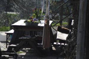 Tisch auf der Terassse des Untermühlbachhofs